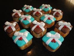Mini Present Cupcakes