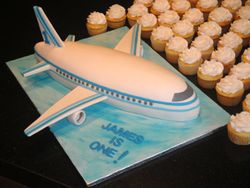 3D Airplane Cake with Cupcakes