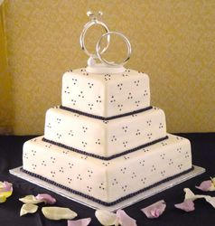 Wedding Rings Wedding Cake with Eggplant Details