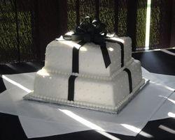Black and White Present Design Wedding Cake