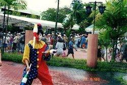 Roving juggling at old Singapore Big Splash.