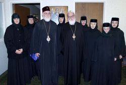 Metropolitan Kallistos, Abp Nathaniel and the monastics from Dormition Monastery