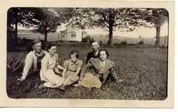 Vivian, Leonard, Edna, Emmett, and unknown