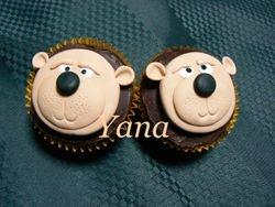 Bear face cupcake