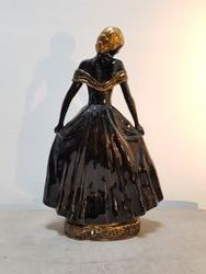 Vue de dos de la figurine de Catherine Barjansky