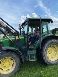 Alex fuhr professionell mit dem Traktor