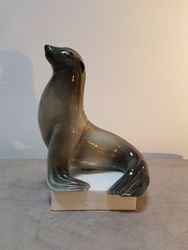 Vue de profil du phoque en porcelaine Cerabel