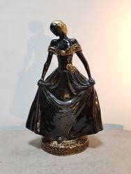 Vue de face de la figurine de Catherine Barjansky