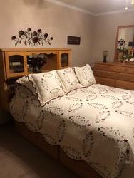 Platform bed w/drawers and headboard-Red Oak