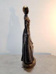 Vue de profil de la figurine de Catherine Barjansky