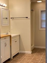 Large Bathroom (1 of 2)