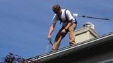 Gutter_cleaning_from_roof