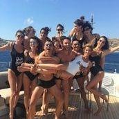 the beach bachelor party of the bridesmaids of Ana Beatriz Barros