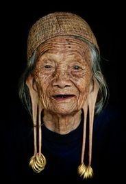 dayak woman borneo rainforest