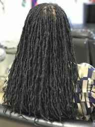 Brads by Bee grows sisterlocs started with InstantLoc Dread Extensions technique in sisterloc size after 3 years still maintaining.
