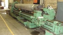 Manual heavy duty turning lathes