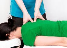 Tui-Na massage relaxes the muscles