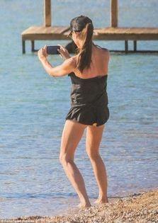 Victoria Beckham captures Mykonos family moment s