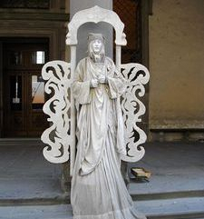"womens tours.jpg alt=womens travel, human statue street mime, florence"">"