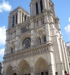 "src=""australian womens travel.jpg alt=womens travel,notre dame , paris france """