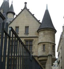 "src=""australian womens travel.jpg alt=womens travel, cone roof on mansion, marais , paris france """
