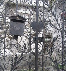 "ravel, interesting front gate,bellagio, lake como, italy"">"
