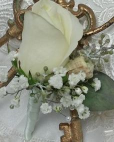 Groom's boutonniere with white rose and baby's breath