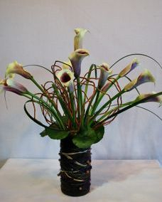 calla lily and curly willow