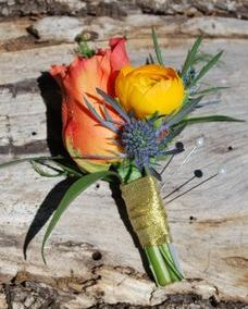 Groom's boutonniere with free spirit rose