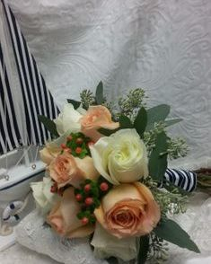 Bouquet with peach and white roses
