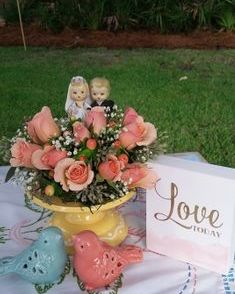 Vintage wedding couple with ilse spray roses