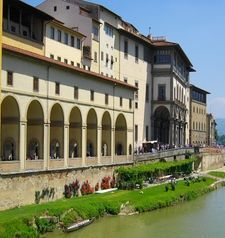 "womens tours.jpg alt=womens travel,covered walkway along the arno, florence"">"