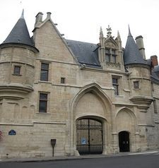 "src=""australian womens travel.jpg alt=womens travel,hotel particular, marais , paris france """