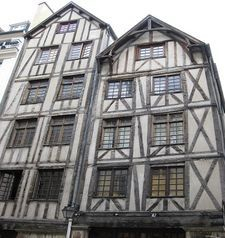 "src=""australian womens travel.jpg alt=womens travel,oldest house, marais , paris france """