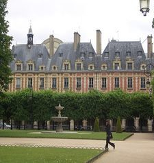 "src=""australian womens travel.jpg alt=womens travel,place des vosges , paris france """