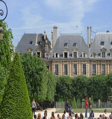 "src=""australian womens travel.jpg alt=womens travel,house in place des vsges , paris france """
