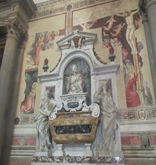 "womens tours.jpg alt=womens travel, Santa Croce, galileos tomb, florence"">"