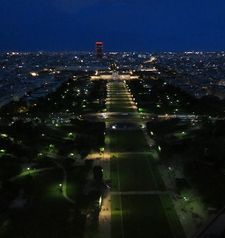 "src=""australian womens travel.jpg alt=womens travel,evening view , paris france """