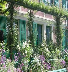 "ours.jpg alt=womens travel, closeup monets house, monets garden, giverny, france"">"