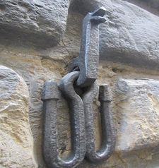 "womens tours.jpg alt=womens travel, metal hold on building , florence"">"