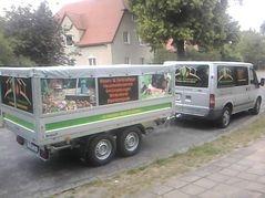 Transporter mit Kippanhänger für Entsorgung von Abfall
