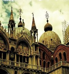 "womens tours.jpg alt=womens travel, onion domes st marks basilica, venice"">"