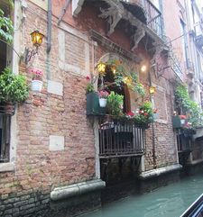 "rc=""australian womens tours.jpg alt=womens travel, quite canal , venice"">"