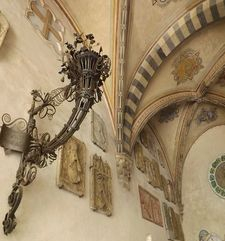 "womens tours.jpg alt=womens travel, lamp with bracket in the courtyard of the bargello florence"">"