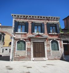 "womens tours.jpg alt=womens travel, crooked house, venice"">"