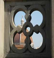 "womens tours.jpg alt=womens travel, duomo seen through fence on balcony of the uffizi gallery, florence"">"