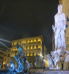 "womens tours.jpg alt=womens travel, neptune fountain at night, florence"">"