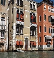 "womens tours.jpg alt=womens travel, buildings with awnings on the grande canal, venice"">"
