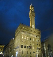 "womens tours.jpg alt=womens travel, palazzo vecchio at dusk, florence"">"