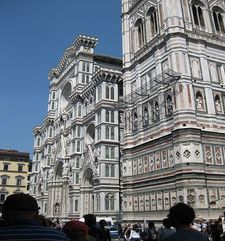 "womens tours.jpg alt=womens travel, piazza del duomo, florence"">"